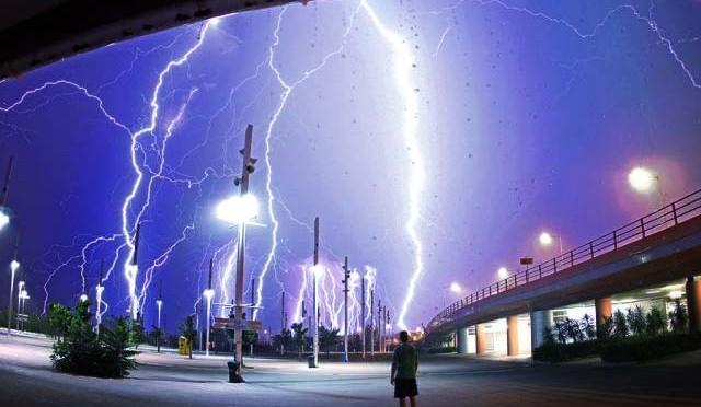 雷ってなんであんなに怖いんやろうか