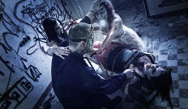 海外の地下鉄でゾンビに襲われるドッキリ企画!あまりの恐怖に女性3人のうち1人失神へ